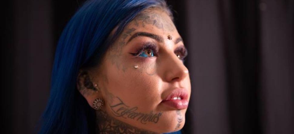 Elle devient aveugle pendant trois semaines après un tatouage à...