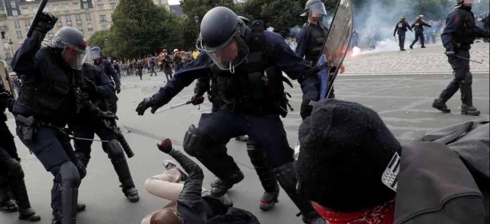 Violences policières : plus d'encadrement, emploi des...